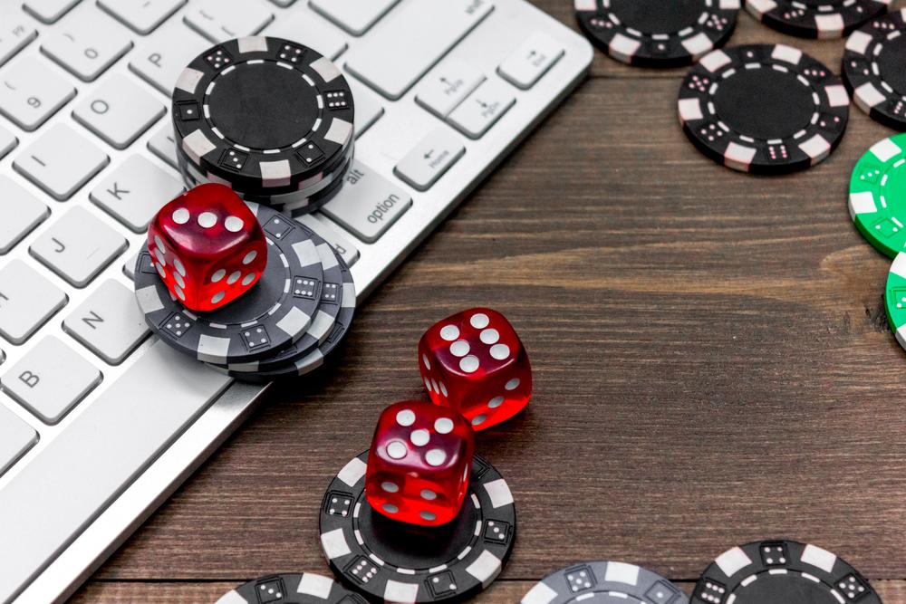 Онлайн покер на реальные деньги без вложений в украине победитель онлайн турнира по покеру